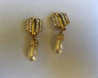 Vintage Faux Pearl with Gold Toned Metal and Rhinestone Dangle Earrings 1230