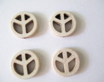 4 beads peace and love 20mm white howlite