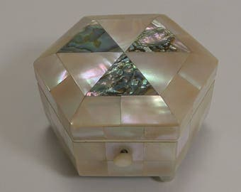 Antique English Mother of Pearl Ring / Trinket Box c.1900
