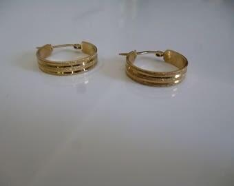 Boucles d'oreilles Anneaux brossé Or jaune 10K, **Expédition gratuite au Canada**Free shipping to Canada