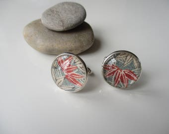Cufflinks with vintage Japanese silk kimono fabric. Blue, white and brick red. Size 22mm