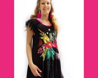 ROBE NOIRE BRODÉE-style sortie de plage-bambou-appliqué-jersey-noir et rose-manches plissées-manches transparentes-appliqué coloré-pailette