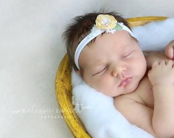 Tieback blossom light yellow