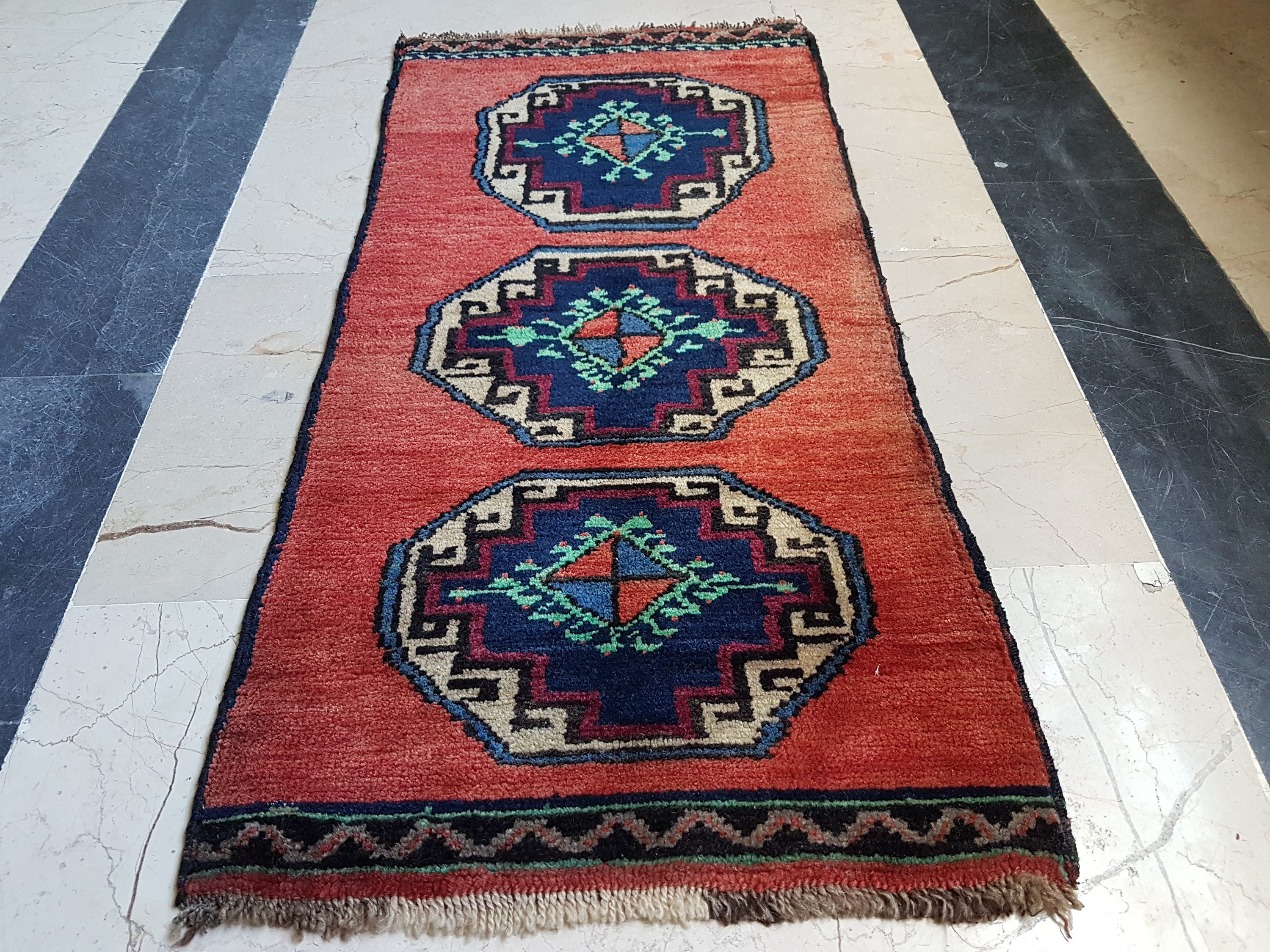 small persian rug teppich tapis vintage miniature persian rug. Black Bedroom Furniture Sets. Home Design Ideas