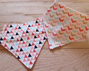 Bibdana | Triangle bib | Girly bib | Pink Bibs | Triangle | Fashion bib | Arrows