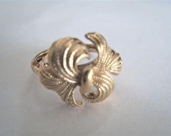 Avon Gold Tone Ring