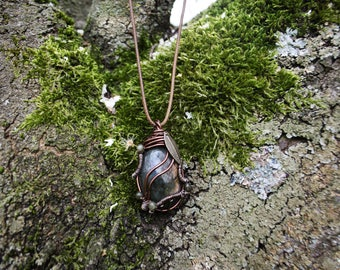 * Chintamani * sublime labradorite, Orange pendant.