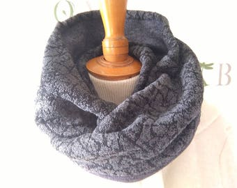 Snood or gray choker.