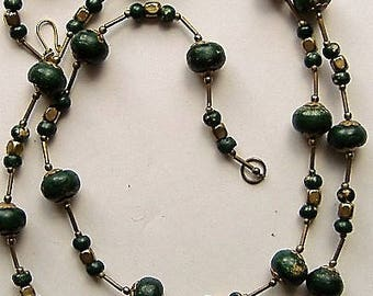 Long Green bead 1970s VINTAGE NECKLACE