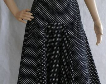 Printed cotton skirt, size 42, gored at the bottom
