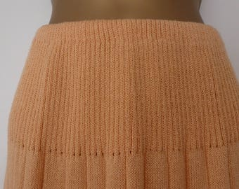 Vintage 1970s 1980s Peach Knit Skirt by Act III. Elastic Waist. Size 10-14 S-M