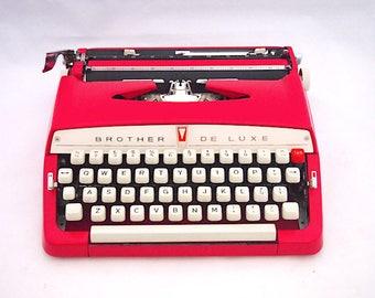 Brother Deluxe typewriter, pink typewriter, portable typewriter, vintage typewriter, working typewriter, old typewriter, design, vintage.