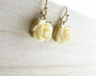 Earrings flowers beige BOFA05015