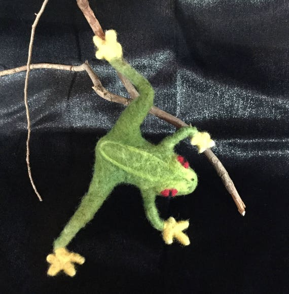 Frog jewelry/ Felted animals
