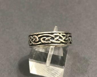 Size 7, vintage Sterling silver handmade ring, solid 925 silver band with oxidized woven details, stamped 925