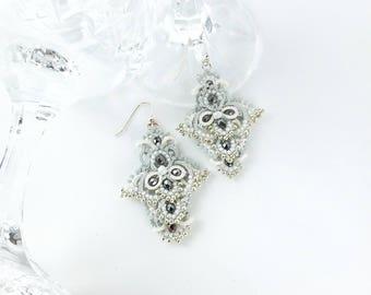 Statement chandelier earrings. Handmade tatting lace dangle earrings. Silver, grey, white. Wedding earrings. Glamourous jewellery. Frivolite