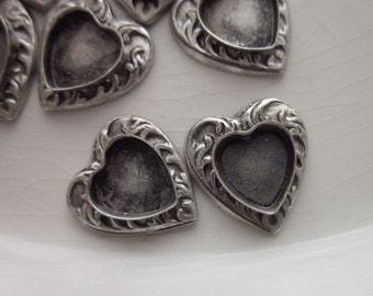 Antiqued Silver Heart-shaped Jewelry Settings, Filigree Rim with Bezel Center, 11mm