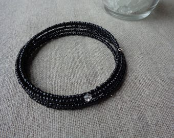 Bracelet stiff almost 5 turns black
