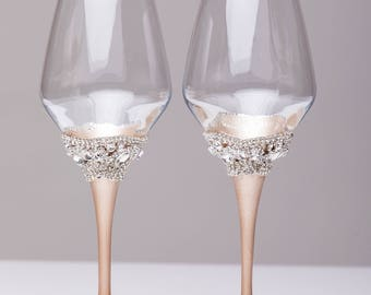 wedding wine glasses ivory champagne, set of 2 glasses, wedding wine glasses Personalized wine glasses Wedding gift Glasses bride and groom