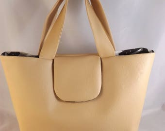 Tote bag in beige imitation with magnetic closure