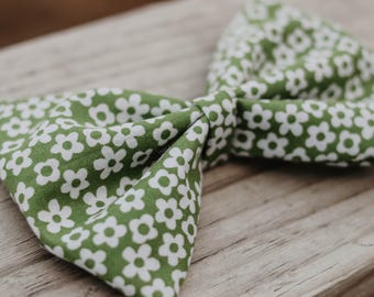 Green and white floral bow