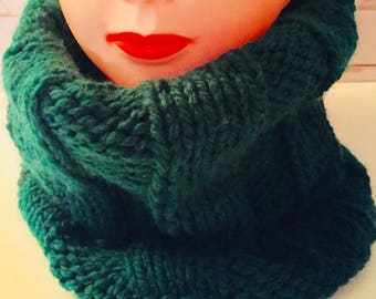 Chunky Knit Scarf, Knit Green Scarf, Chunky Cowl, Knit Scarf, Chunky Scarf, Ribbed Scarf, Green Scarf, Under 30, Handmade Gifts, Cowl