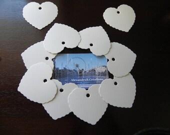 10 étiquettes coeurs cartonnées blanches qui mesurent 5.5 x 5.8 CM