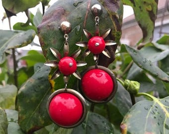 Winter Sale Vintage Mod 60s Drop red Lucite Earrings se in Gold Tone Metal