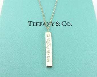 Authentique TIFFANY & CO Sterling Silver Notes Bar avec collier pendentif diamant