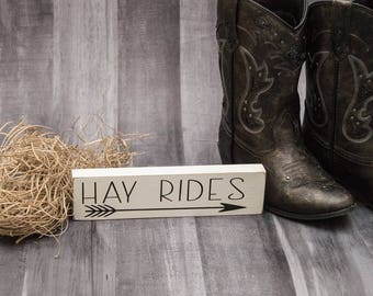 Hayrides Sign | Farmhouse Home Decor | Autumn Decor | Small Fall Wood Sign | Country Decor | Farmhouse Style Home Decor | Country Farm Decor