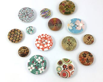 Set of 14 different models wooden buttons