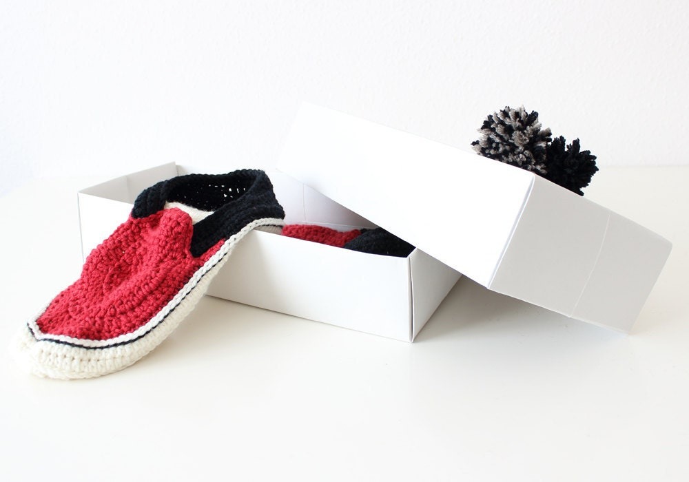 Vans style slippers on the gift box