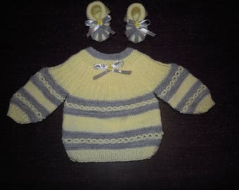 set top and 1 month baby booties