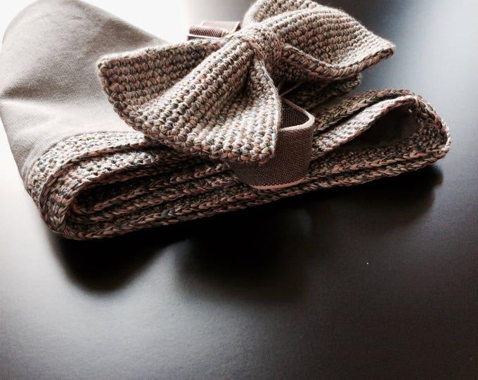 Set: knit bow tie & handkerchief