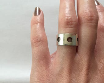 cut out circles band ring || sterling silver minimalist band || size 5