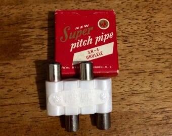 Free Shipping! Vintage Wm. Kratt Co. Super Pitch Pipe SN-4
