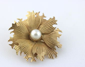 Vintage Gold and Pearl Brooch, Gold Brooch, Wedding Brooch, Bridal brooch, Flower Brooch, Floral Brooch, Gold Pin, Floral Pin, Pearl Brooch