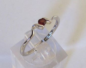 Ring silver and Garnet round size 54