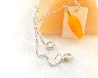 White resin pendant, resin necklace, epoxy necklace, real flower necklace, real flowers jewelry, resin pendant, Elegant resin necklace