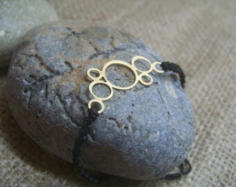 macrame bracelet with gold-plated motif circles
