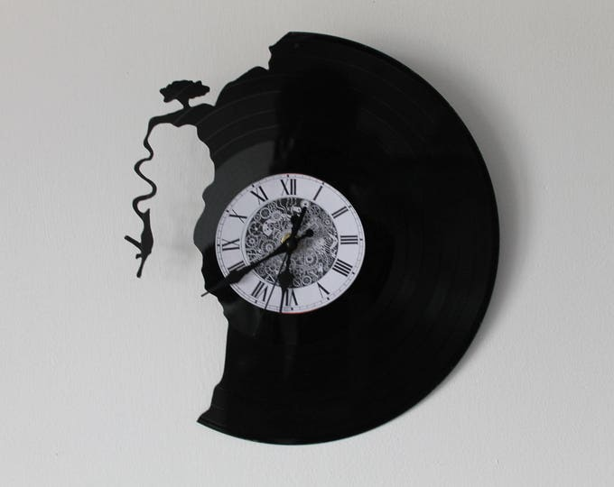 Vinyl 33 clock turns the eslastique jump theme