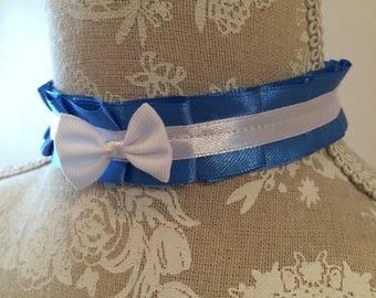 Blue pleats budget collar