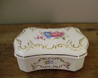 Large,VINTAGE HUNGARIAN Hollohaza porcelain baroque jewelry/ring/trinket box