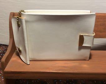 Vintage White Wallet ~ White Vinyl Billfold ~ Ladies Vintage Wallet