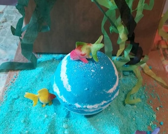Child's fun bath bomb - Under the sea - Bubblegum scent - free hidden toy