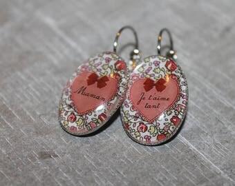 MOM I love you / Stud Earrings in silver tone metal.