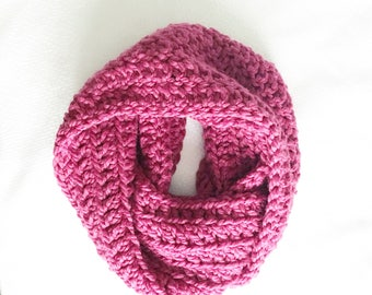 Pink Infinity Scarf, Chunky Crochet Scarf, Oversized Infinity Scarf, Chunky Crochet Cowl, Thick Crochet Scarf, Wool Winter Scarf