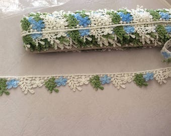 Ribbon lace 2 cm in width to khaki beige and blue
