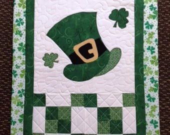 St. Patrick's Day Quilted Leprechaun Hat and Shamrock Wall Hanging, St. Patrick's Day Applique Wall Hanging, March Wall Hanging
