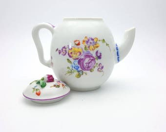 Vintage Small Floral Teapot 80s Mennecy Fine Porcelain 1985 Franklin Mint Victoria and Albert Museum Made in Japan Retro Decor Tea Drink